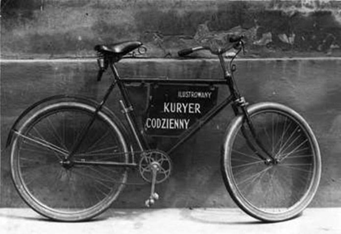"""еклама велосипеда марки Rover в газеті """"Кур'єр щоденний""""."""