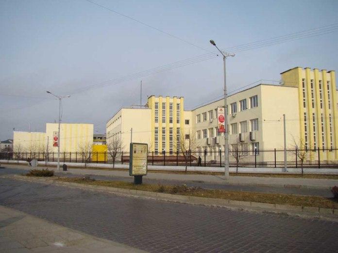 Вигляд на будівлі Львівського локомотиворемонтного заводу зі сторони вулиці Чернівецької. 2014 р.