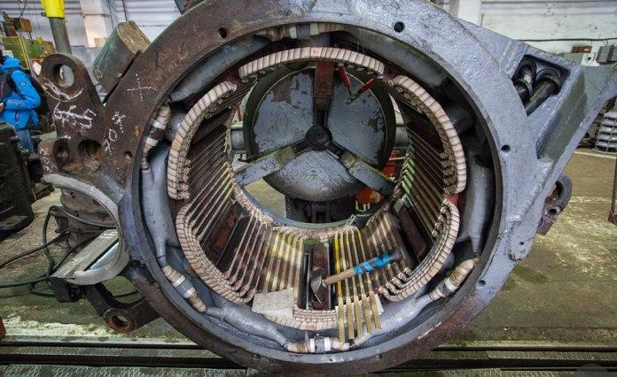 Статор тягового електродвигуна електровоза. Фото 2017 р.