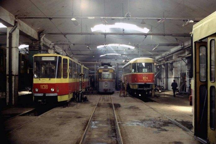 У цеху капітального ремонту трамвайного депо № 1. Початок 2000-х років