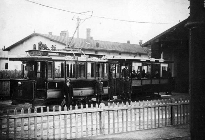 Електричний трамвай фірми «Siemens & Halske» з причіпом. 1900 р.