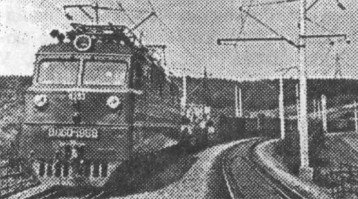 Електровоз змінного струму ВЛ60К-1968 веде вантажний потяг на перегоні Здолбунів – Красне