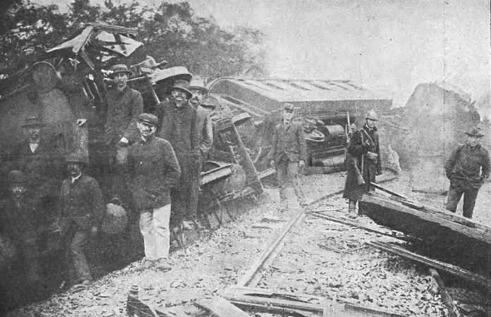 Наслідки залізничної катастрофи біля станції Букачівці Львівсько-Чернівецько-Ясської залізниці. 1907 р.