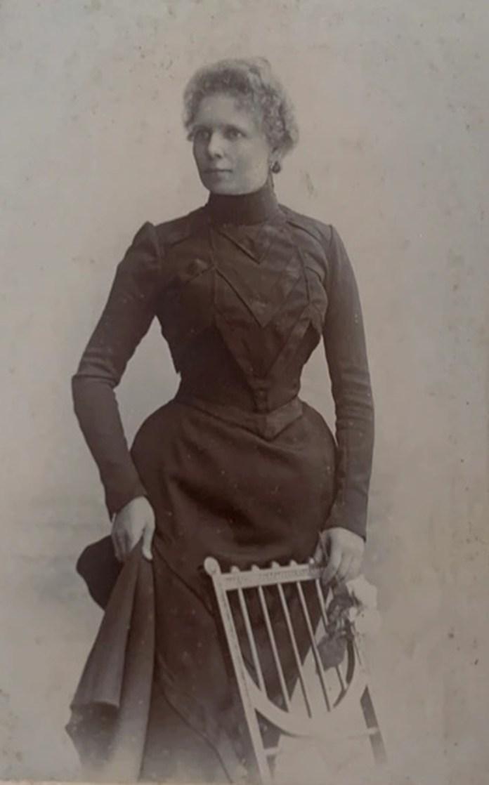 Жінка з Львова, фотосалон «Аделя», 1900-ті рр.