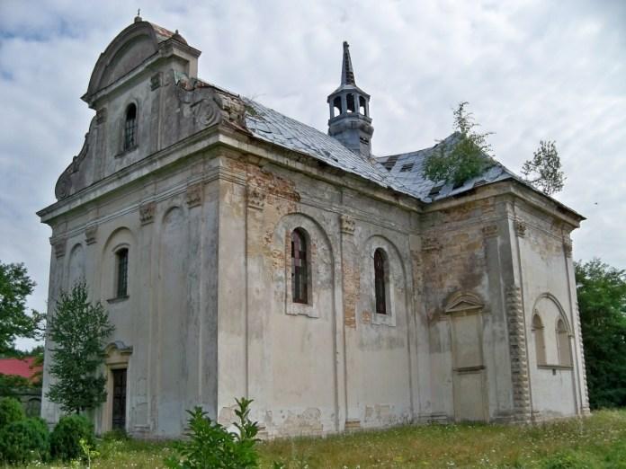 Колишній костел Внебовзяття у Білому Камені. Фото з https://uk.wikipedia.org/