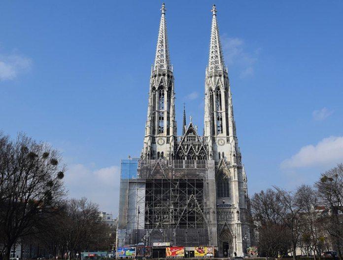 Сучасний вигляд Votivkirche у Відні