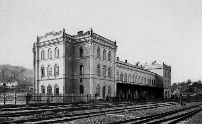 Перший залізничний вокзал у Чернівцях, збудований за проектом Людвіка Вежбицького
