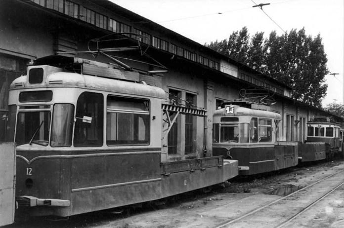 Вантажний вагон-кран на базі «Gotha T2-62», збудований на ЛТТРЗ. За ним – вантажний поїзд із вагонів № 8 і 18. 1989 рік