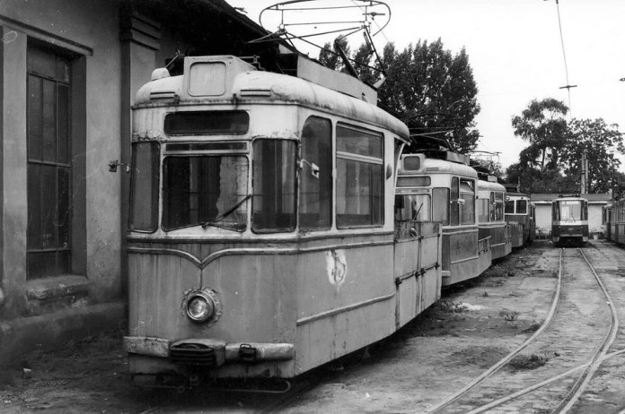 Вантажні трамвайні вагони у депо на вулиці Промисловій. 1989 рік