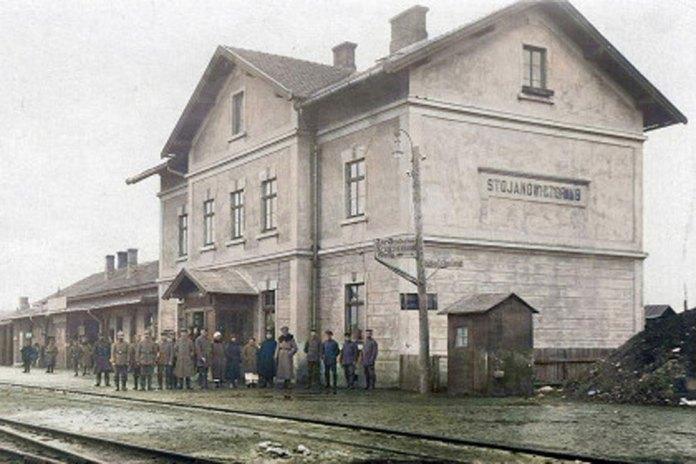 Вокзал на станції Стоянів локальної залізниці Львів – Стоянів у день відкриття руху, світлина 1910 р.