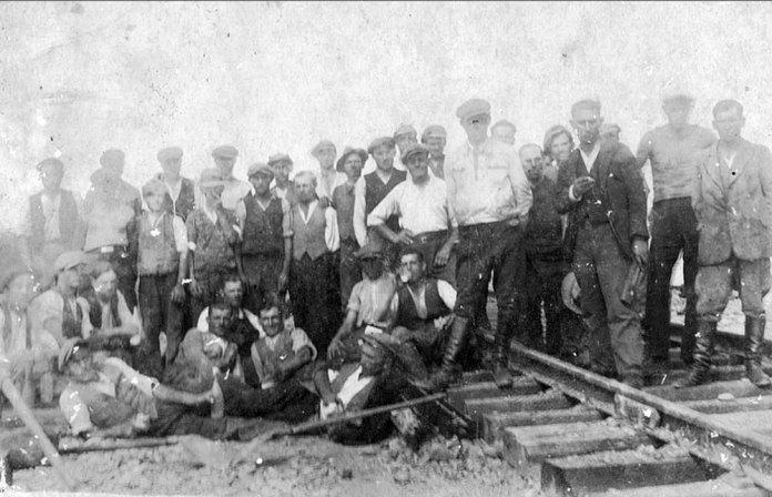 Будівельники залізниці Стоянів – Луцьк. 1928 р. Фото із колекції Тетяни Яцечко-Блаженко