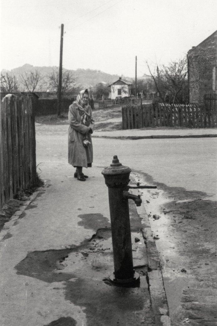 Львів, вулиця Варшавська. Водяна колонка. Травень 1960 року. Світлина Юліана Дороша