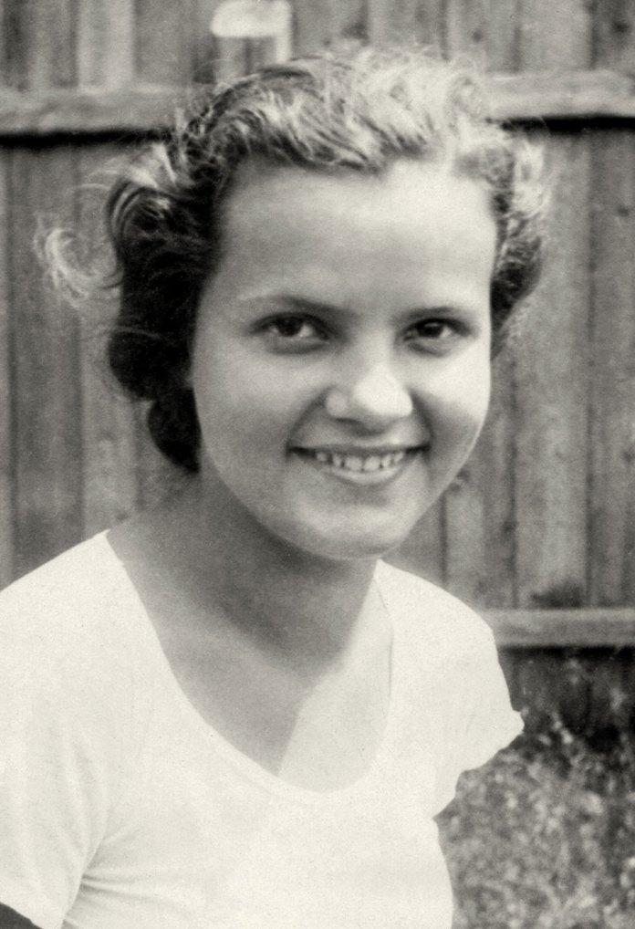 Анна Продан (у заміжжі – Благітка) – учасниця «Сокола-Батька». 1937 рік. З приватного архіву Анни Благітки