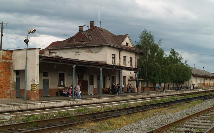 Вокзал станції Хуст. Сучасне фото