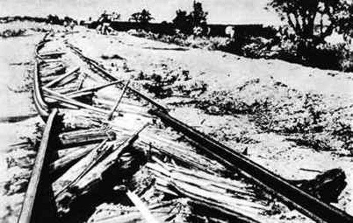 Залізнична колія, зруйнована спеціальним потягом-колієзнищувачем. 1944 р.