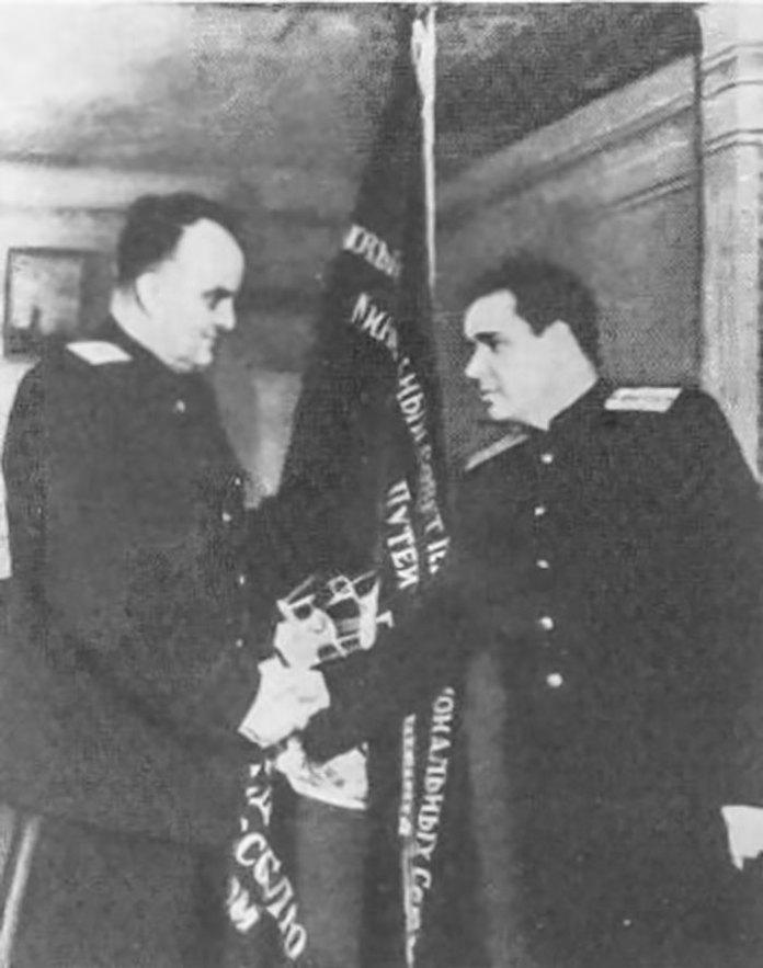 Григорій Іванович Головченко – начальник Львівської залізниці у 1949-59 рр. (на фото зліва)