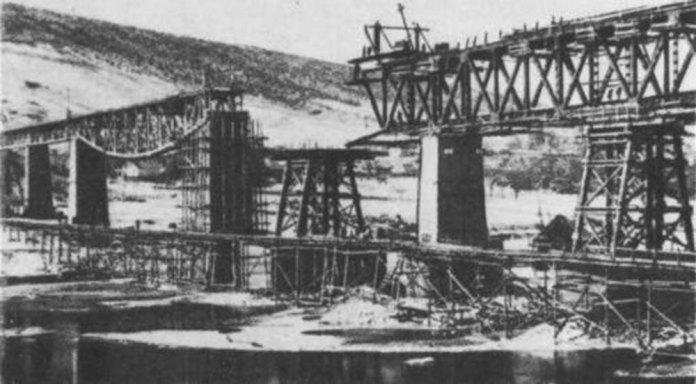 Відновлення зруйнованого залізничного мосту біля Заліщиків. Друга половина 1940-х років