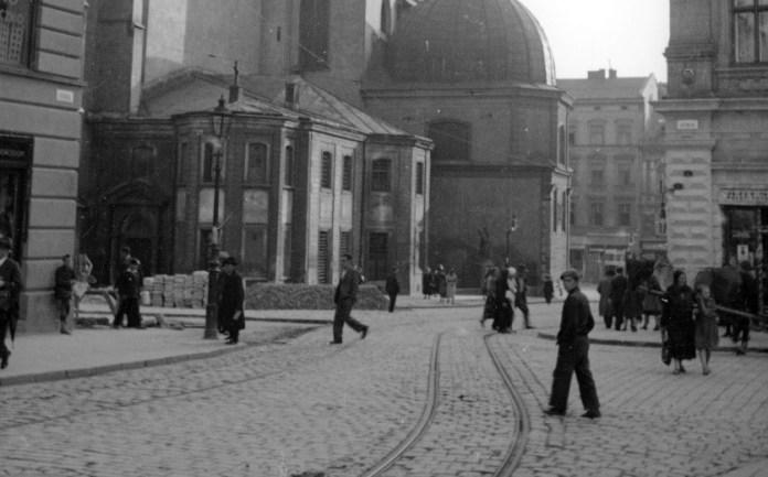 Мешканці Львова на фото 1938 року. Фото: Генрик Поддембський