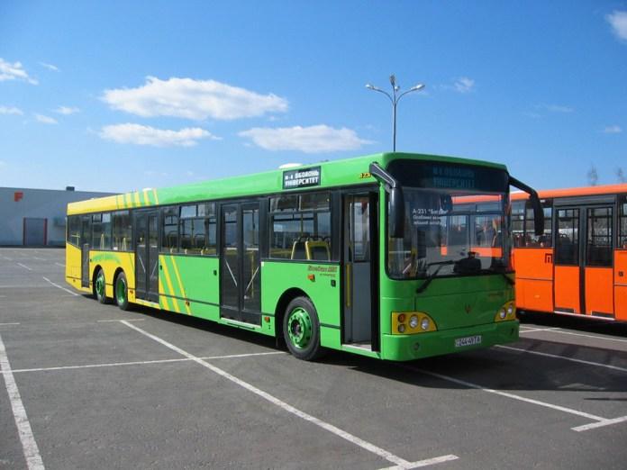 Автобус «Богдан А231», розроблений на основі конструкції автобуса «Тур А181» під час виставки «Автобус – 2004» у Києві
