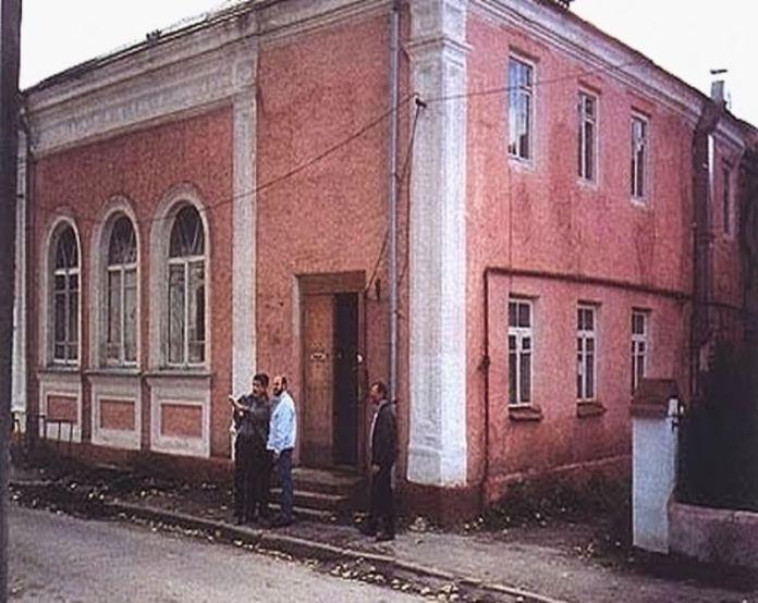 """""""Старий клойз"""", 1990-і роки. Фото з відкритих інтернет-джерел ."""