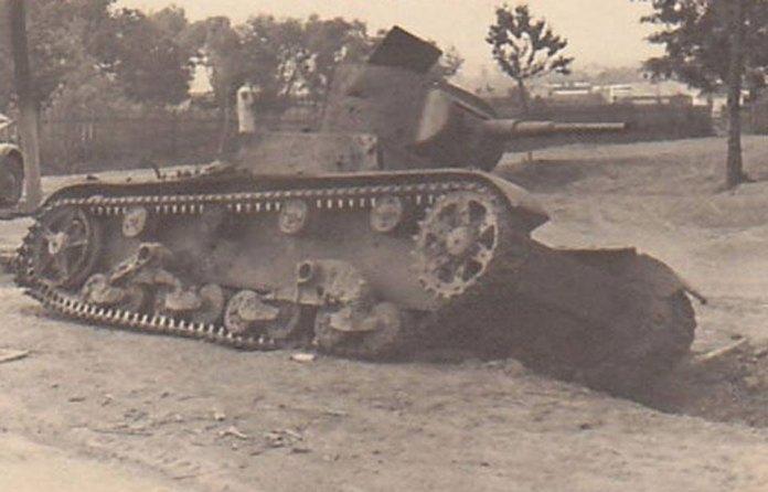 Рівне.Той же танк на повороті на Млинівську