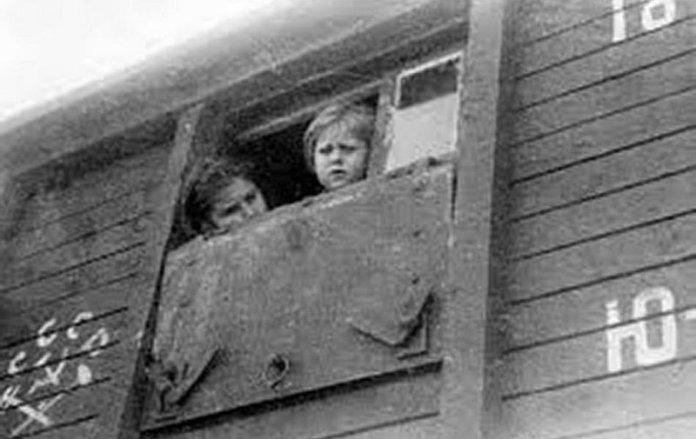 """Під час операції """"Захід"""" людей витягали із домівок, везли на вокзали і відправляли товарними вагонами за межі України Фото: report.if.ua"""