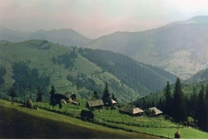 """""""На схилі гір, неначе лата, Прип'яте до верхів село…"""" (Б.-І. Антонич)"""