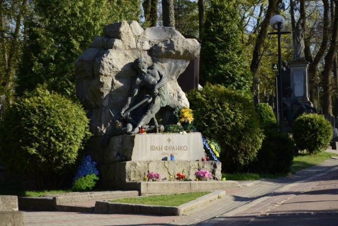 Пам`ятник Івану Франко після ремонту. Скульптор Сергій Литвиненко
