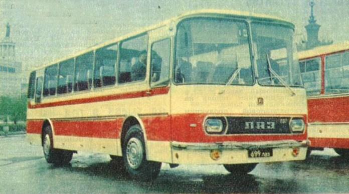 Дослідний автобус ЛАЗ-699Д із дизельним двигуном під час демонстрації на Виставці досягнень народного господарства у Москві