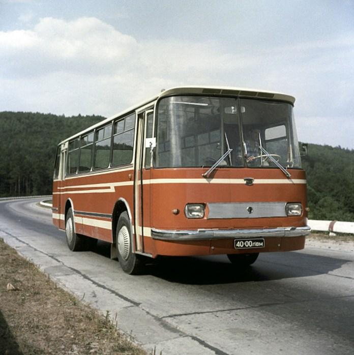 Прототип серійної моделі ЛАЗ-695Н із двостулковими дверима. 1970 рік