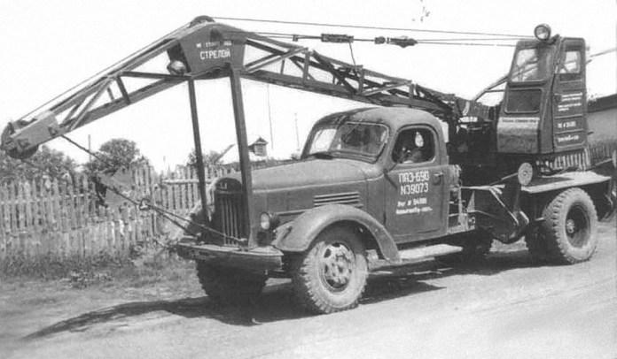 Автокран ЛАЗ-690, який у 1950-ті роки випускався Львівським автоскладальним заводом