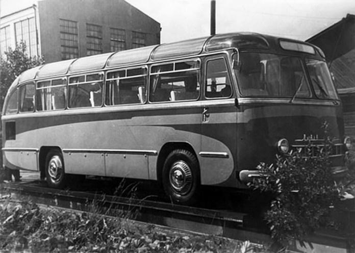 Автобус-прототип ЛАЗ-695 «Львів» Дослідний ІІ – міжміська/туристична модифікація, яка потім лягла в основу серійної моделі ЛАЗ-697