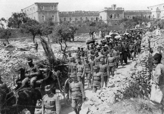 Похорони капітана Трушковського 13 квітня 1917 року. Процесія залишає монастир Ратісбонне
