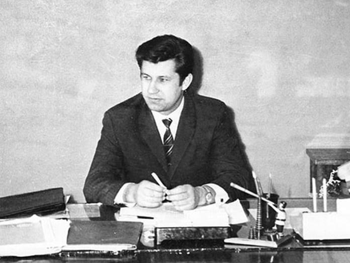 Український вчений-електротранспортник Володимир Пилипович Веклич. У 1960-ті роки він винайшов спосіб роботи тролейбусів в режимі потягу (система багатьох одиниць), а у 1980-90-х керував процесом створення перших тролейбусів незалежної України