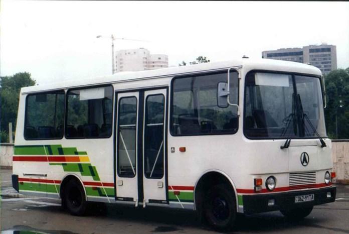 Малий міський автобус ЛАЗ А073, розроблений у 1997 році. Міг бути заміною російським ПАЗ-3205, але у серію не був запущений. Елементи дизайну автобуса використані у автобусі «Еталон» А081. Автор фото А. Новіков