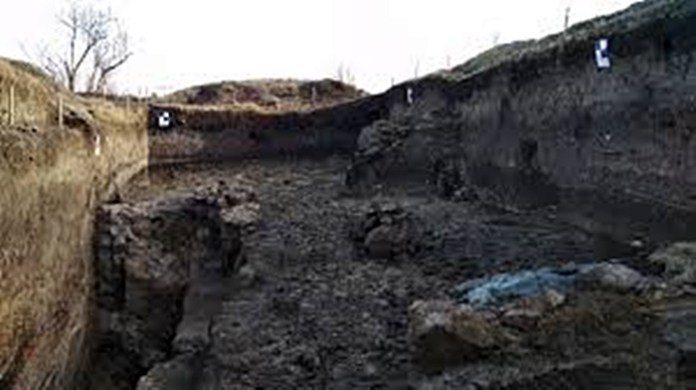 У фундаменті льоху знайшли уламки з княжого палацу, які використовували у будівництві XVII-XVIII ст.