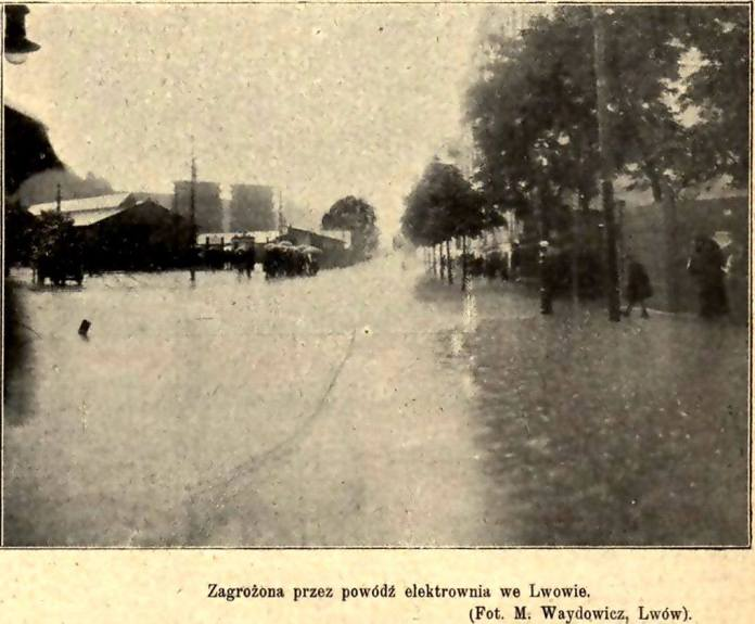 Затоплення перехрестя Сахарова-Вітовського. 1913 рік. Дякую Гриць Совків за фото