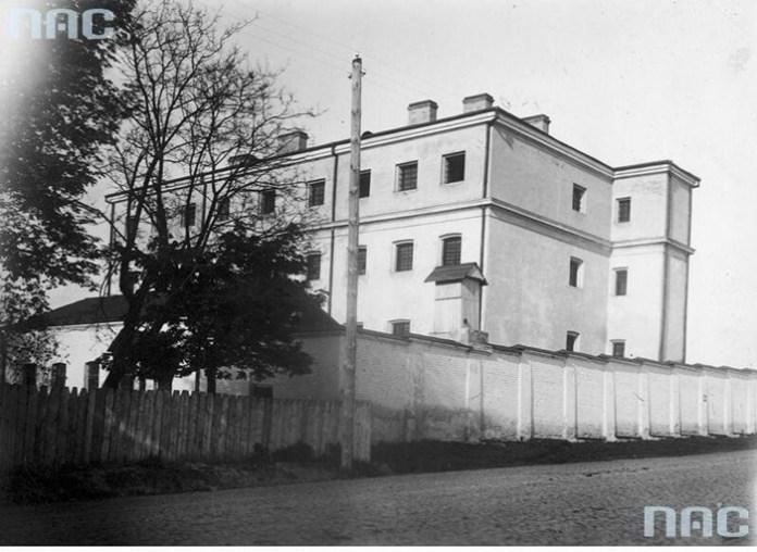 Рівне, тюрма №1, фото міжвоєнного періоду. Тут помер останній рівненський князь
