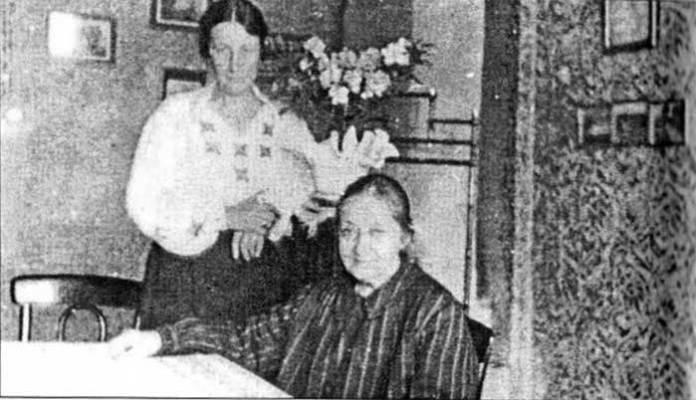 Уляна Кравченко з дочкою Нусею Нєментовською, м. Перемишль, 1935 рік