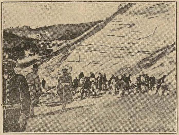 Газетна фотографія. Рятувальна акція в копальні