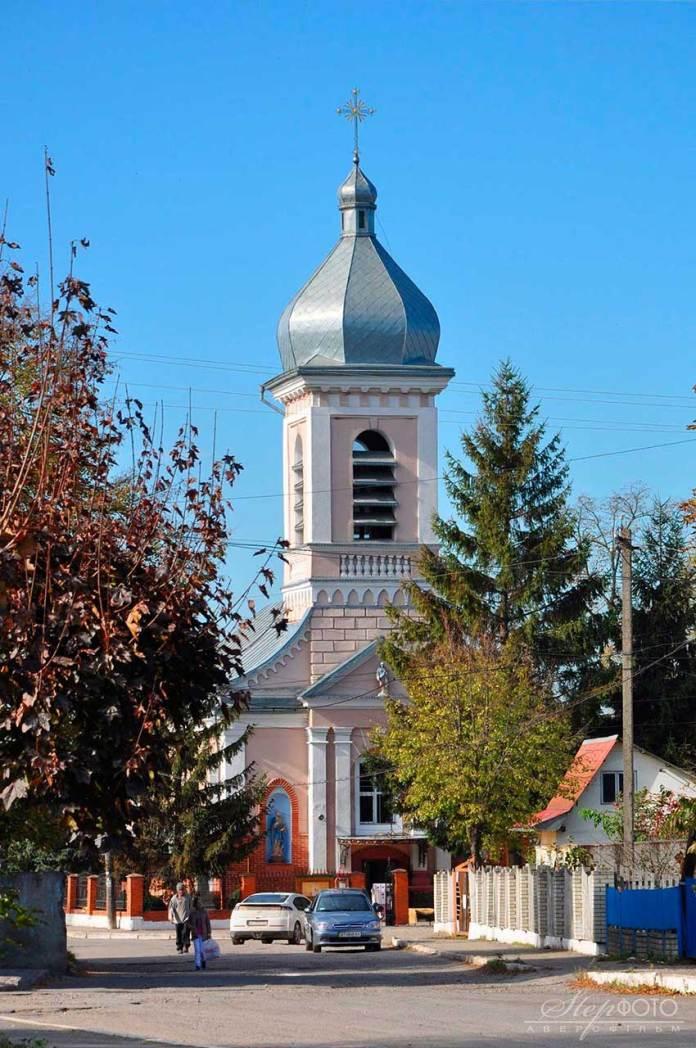 Церква Воздвиження Чесного Хреста в Бурштині. Джерело: facebook.com.Степан Гой