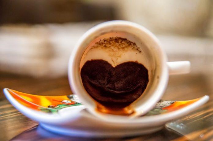 Заглянь в свою філіжанку, або ворожіння на кавовій гущі