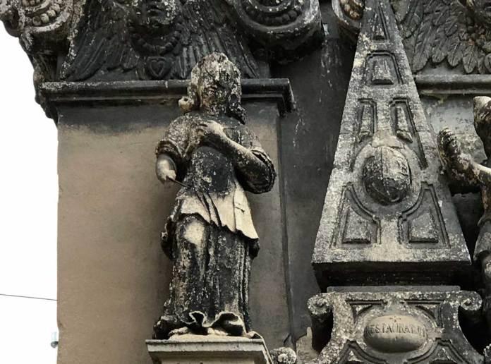 Скульптури на Каплиці Боїмів. Світлина 2021 року