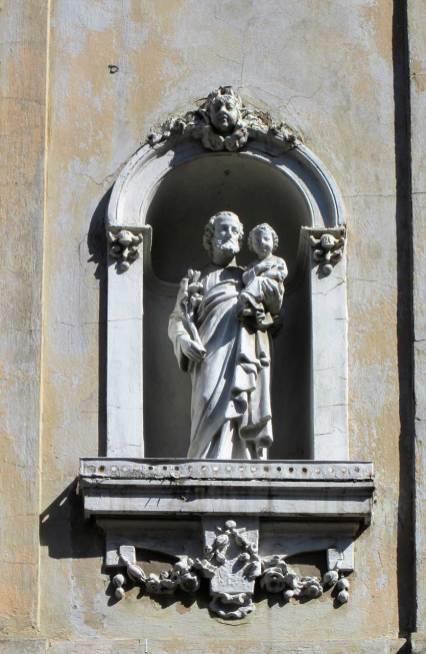 Святий Йосиф з Дитятком Ісус на руках, вул. Личаківська, 16 (бічний фасад кам'яниці зі сторони вулиці Г.Вітвера). Фото Мар'яни Іванишин.