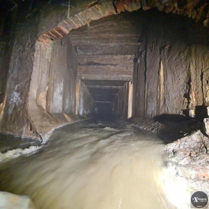Тут течуть води з вулиць Наукової, Виговського, Левандівки та прилеглих