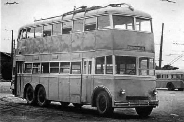 Двоповерховий тролейбус ЯТБ-3, виготовлений на Ярославльському автозаводі для Москви. Фото 1938 року