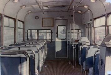 Салон серійного тролейбуса КТБ-1 («Київ – 2»), вигляд в сторону кабіни