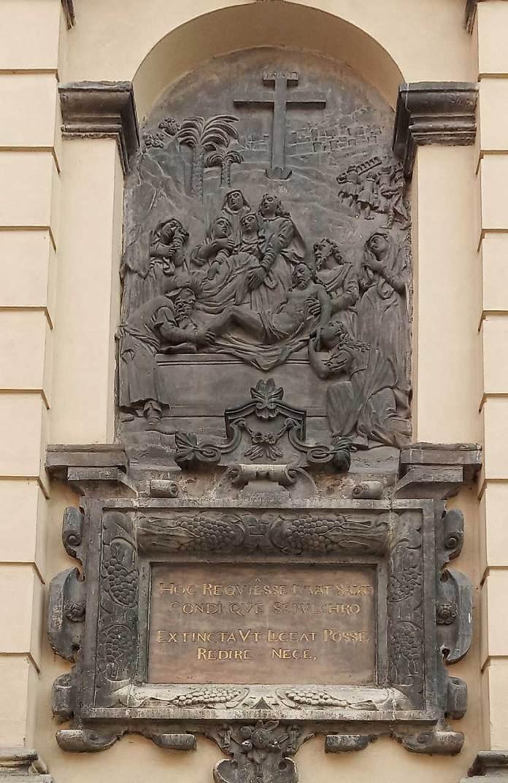 Барельєф «Покладення Христа до гробу». Фото Мар'яни Іванишин.