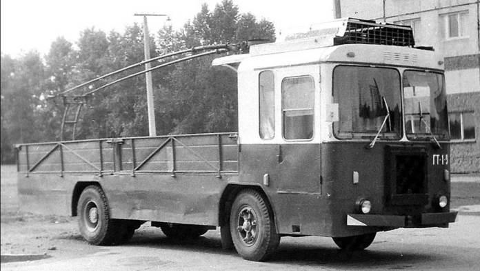 Бортовий тролейвоз КТГ-2. Фото Г. Амеліна. Початок 1980-х років
