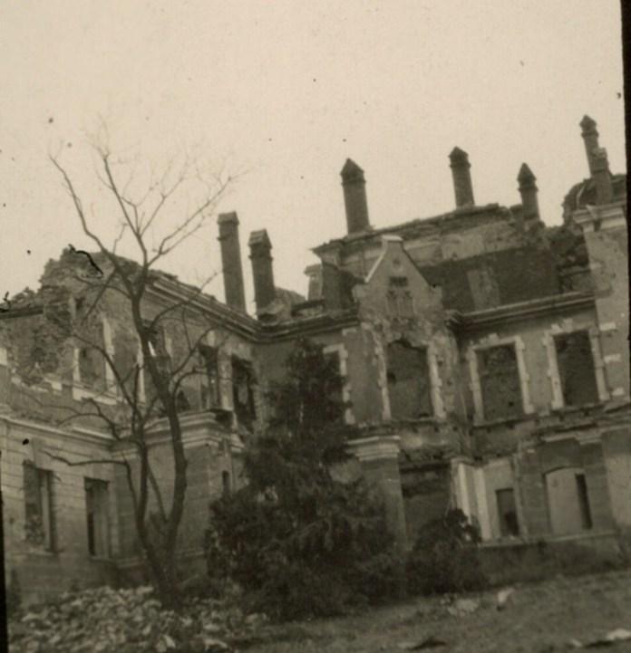 Руїни палацу в с. Міженець, 1915 р.